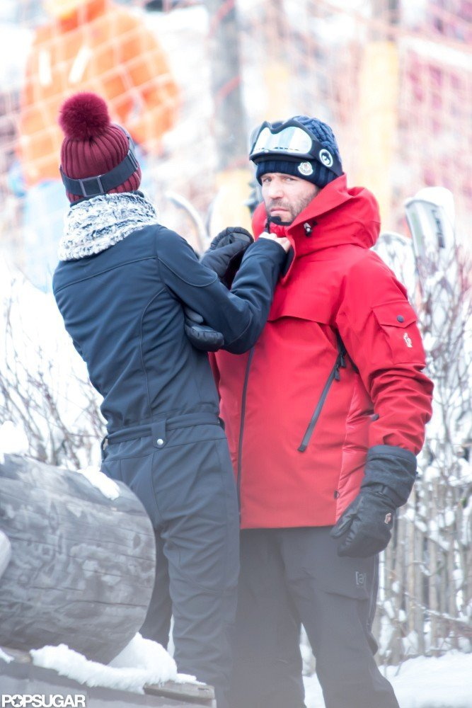 Rosie Huntington-Whiteley helped Jason Statham stay warm while skiing in the French Alps.