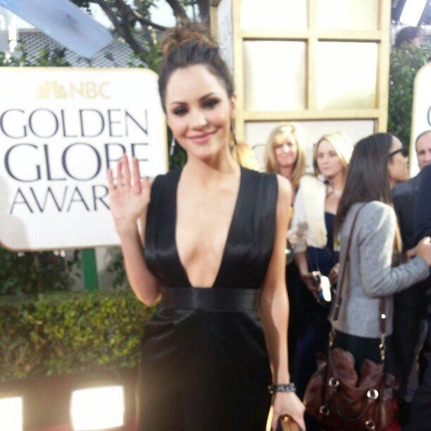Katharine McPhee waved to fans on the red carpet. Source: Instagram user goldenglobes