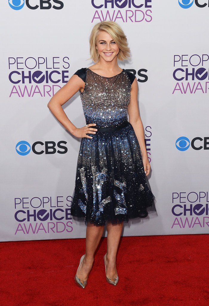 Julianne Hough arrived on the People's Choice Awards red carpet.