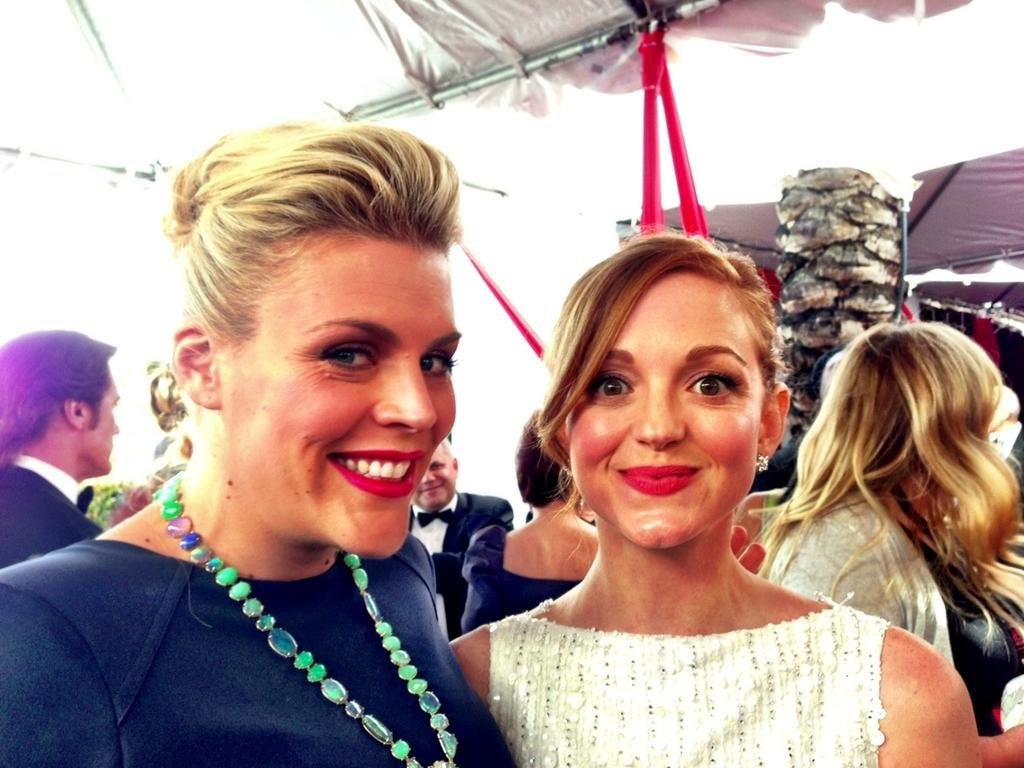 We spy Busy Philipps, Jayma Mays, and some colorful baubles on the red carpet. Source: Twitter user Busyphilipps25