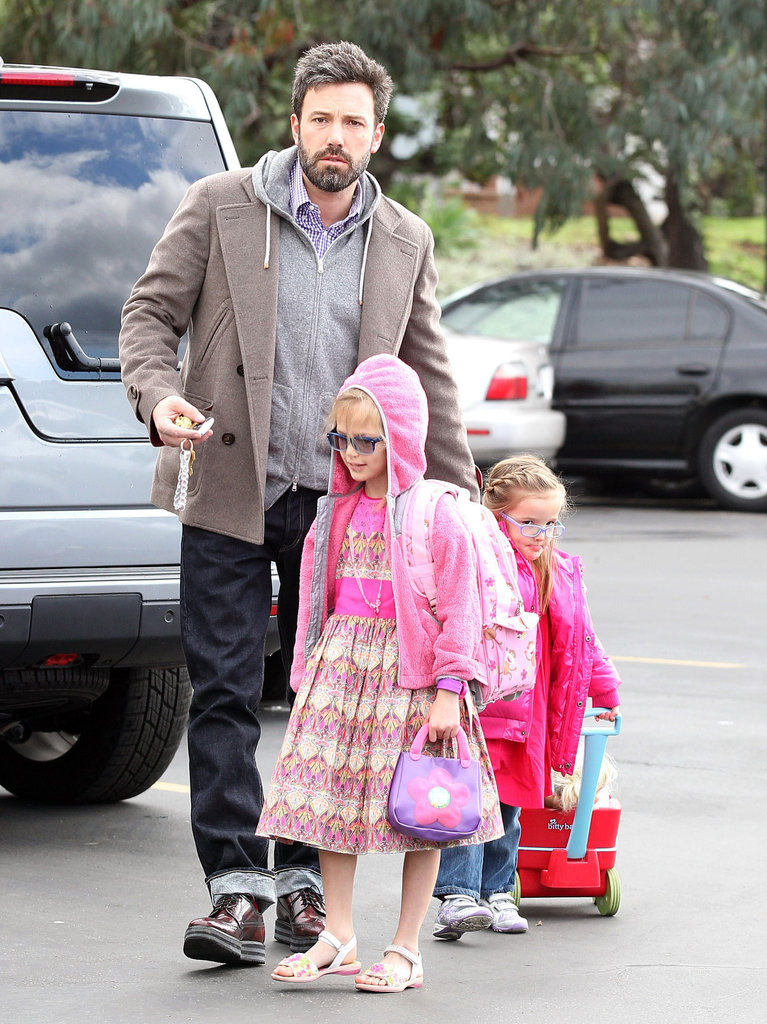 Ben Affleck took his daughters, Violet and Seraphina, to the Brentwood farmers market on Sunday.