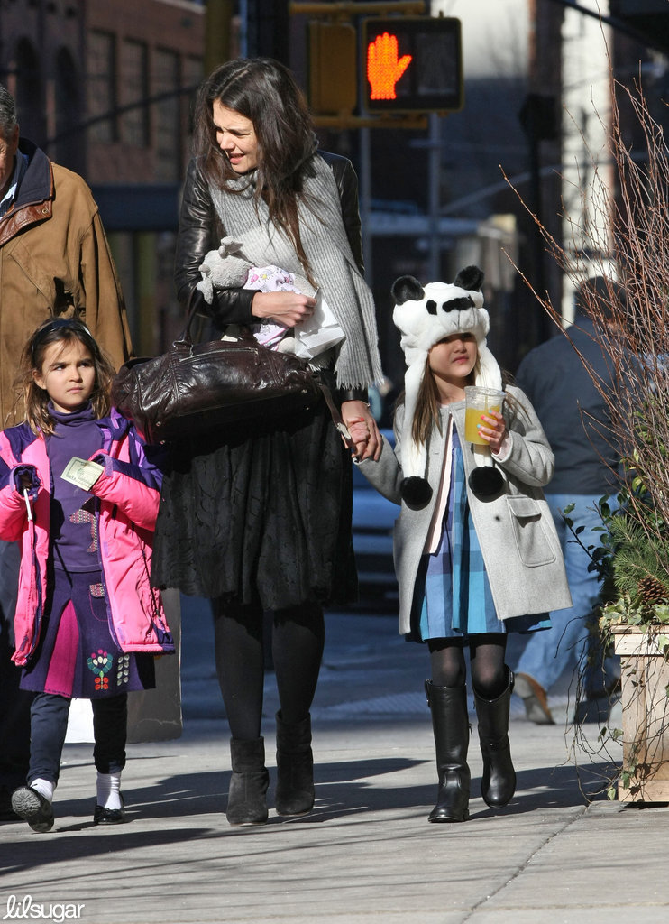 Katie Holmes and her daughter, Suri Cruise, braced themselves for the chilly NYC weather.