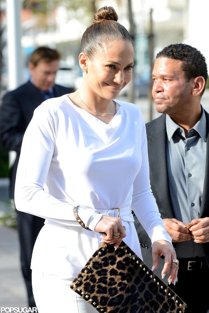 Jennifer Lopez smiled after having lunch with her manager, Benny Medina.