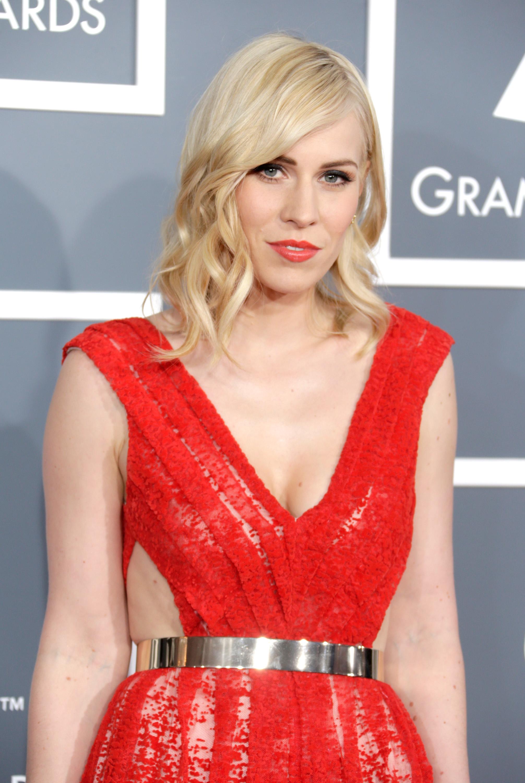 Natasha Bedingfield glowed on the Grammys red carpet.