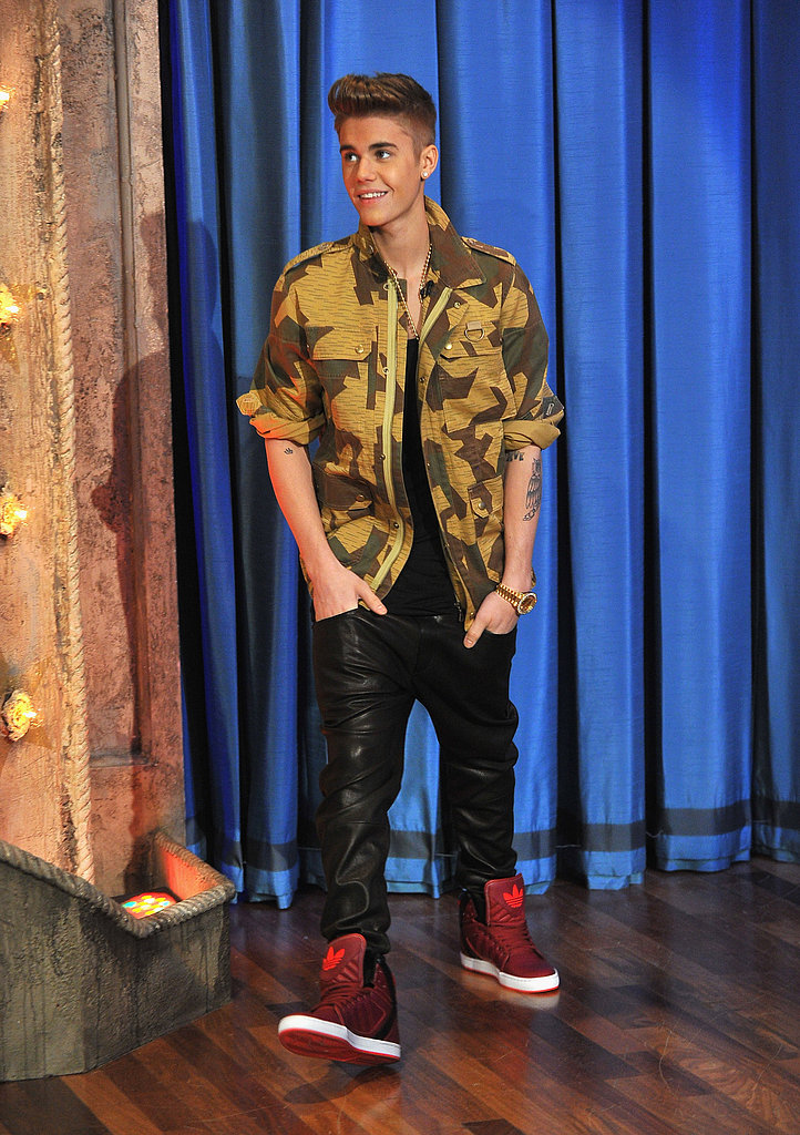 Justin Bieber Flashes His Abs on Jimmy Fallon