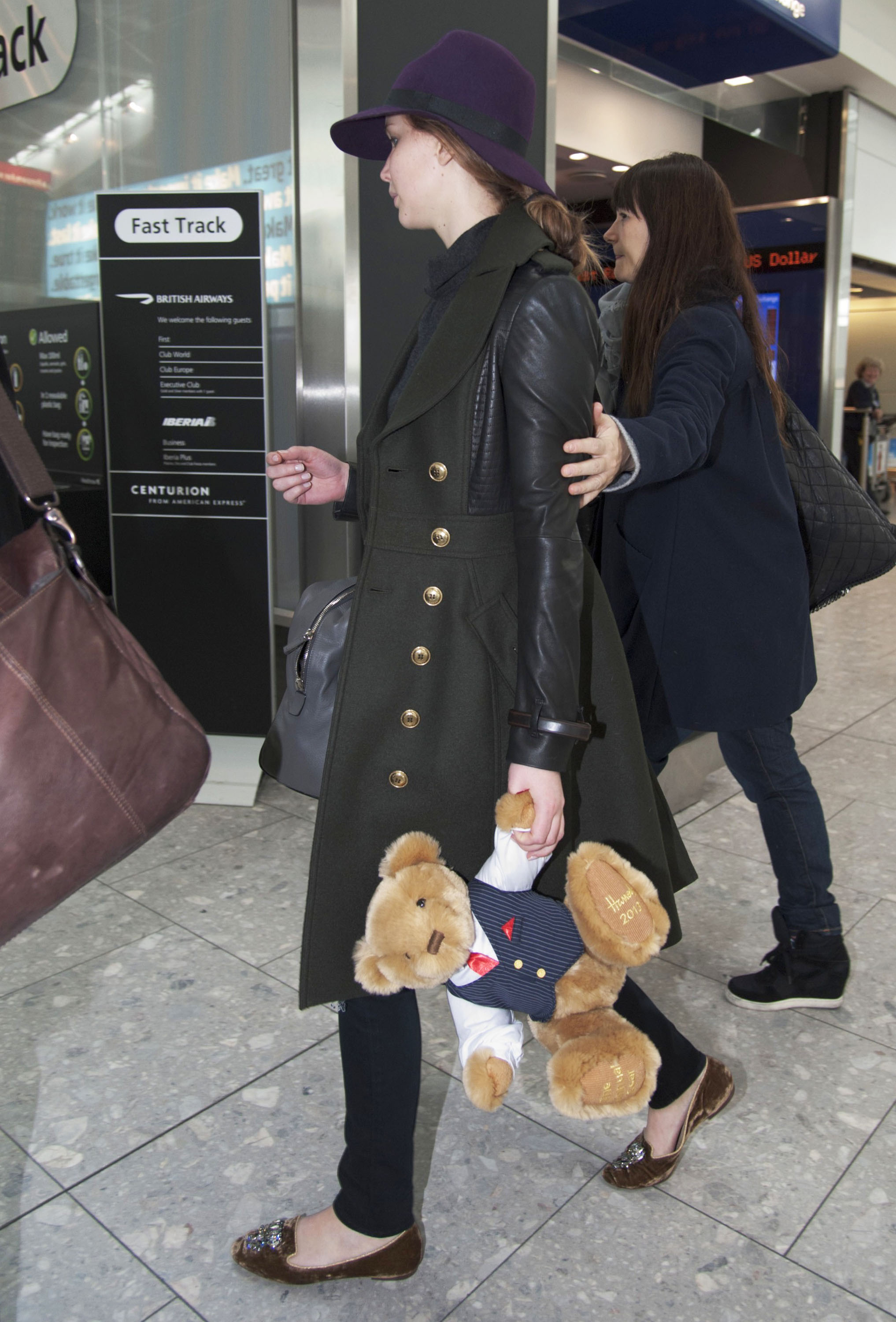 Jennifer Lawrence held onto a Harrods teddy bear.
