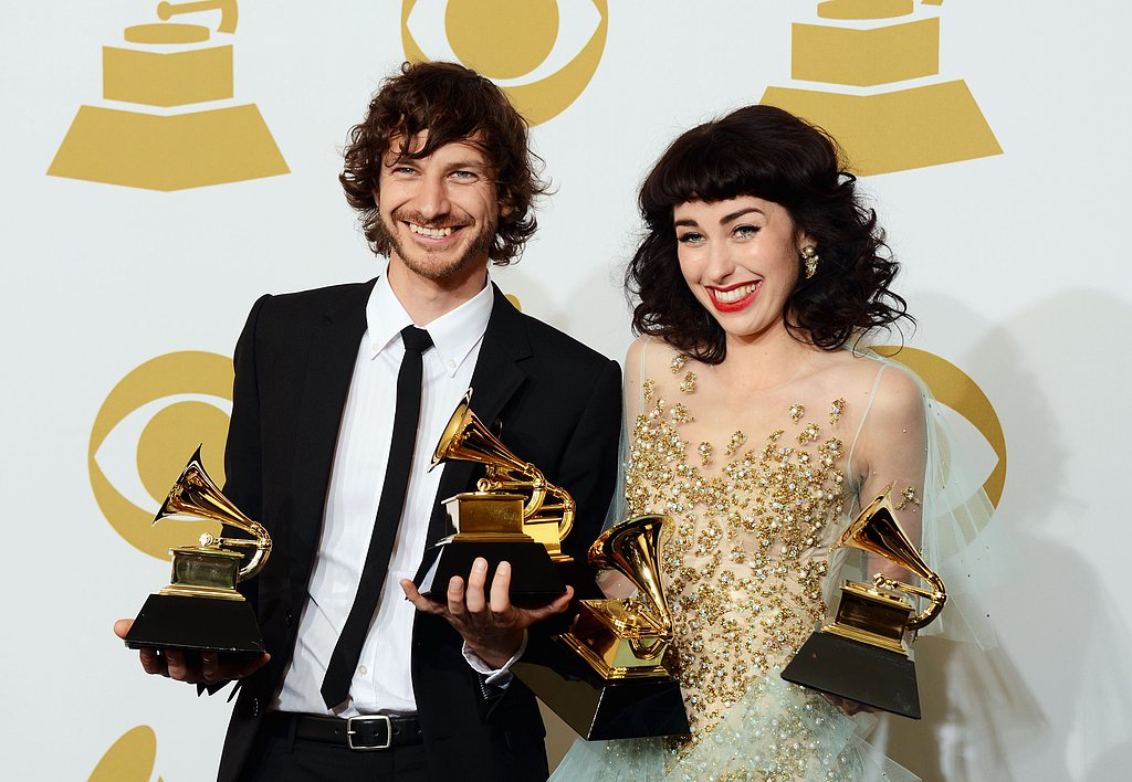 Gotye and Kimbra posed with thier Grammys in the press room.