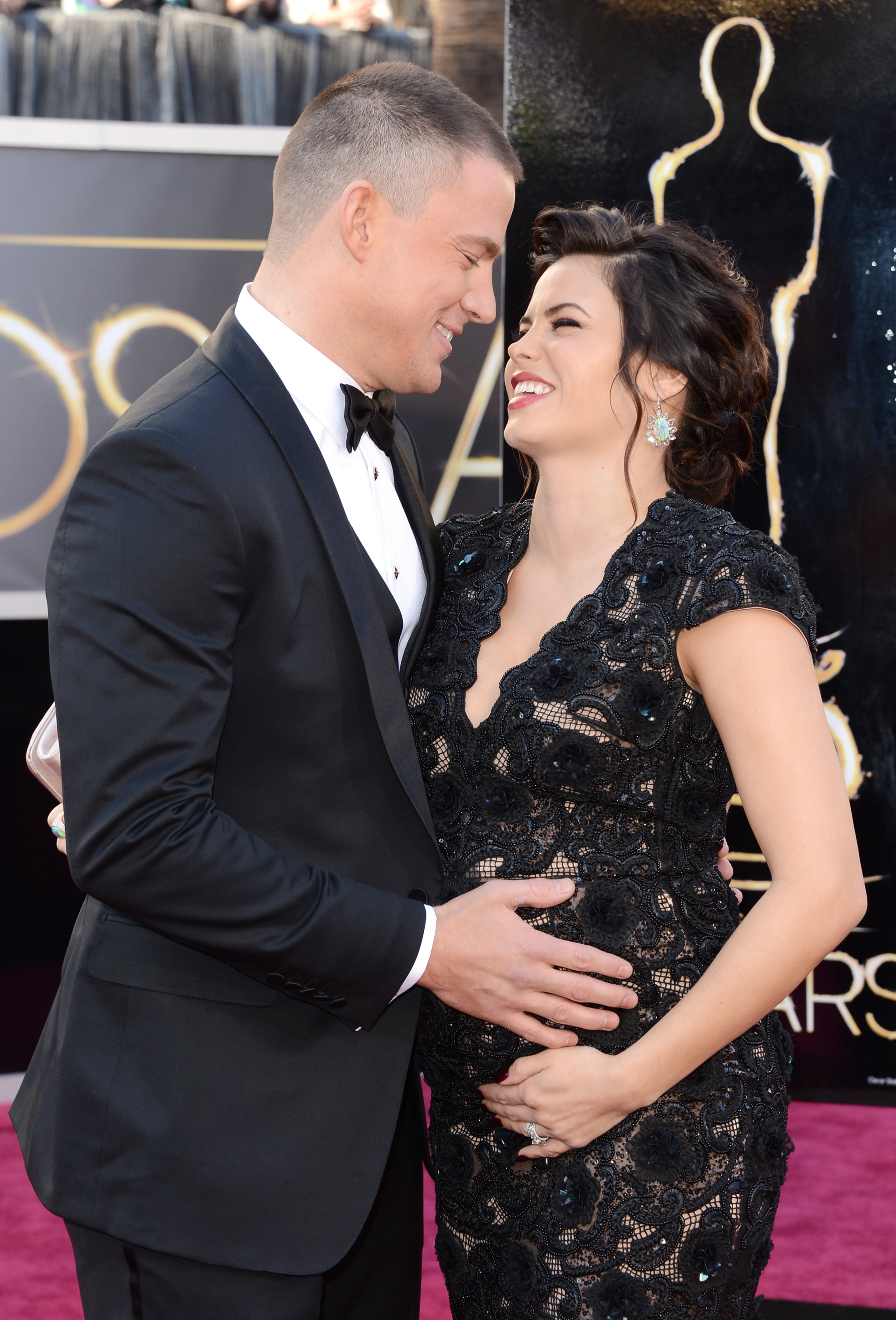 Channing Tatum and his pregnant wife, Jenna Dewan, shared a sweet moment on their way into the Oscars.