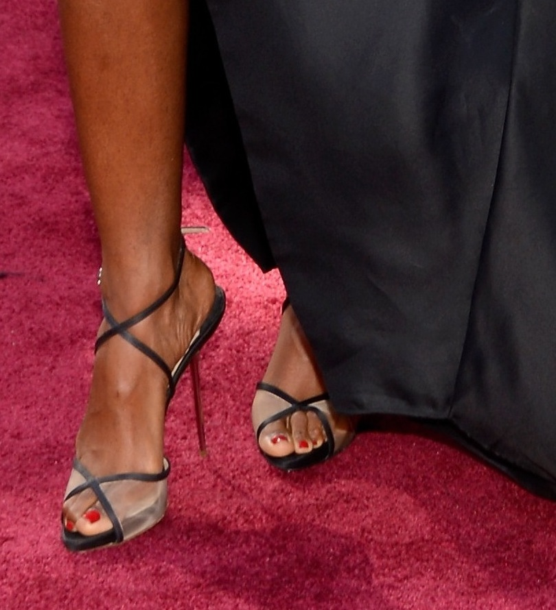 Kelly Rowland spotlighted a pair of black sheer crisscross sandals with her black-and-white Donna Karan Atelier gown at the Oscars.