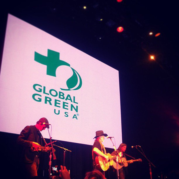 Michelle Branch shared her excitement during the Willie Nelson performance at the Global Green pre-Oscar party in LA on Wednesday. Source: Instagram user michellebranch