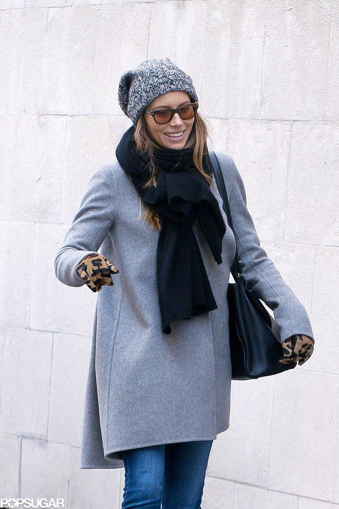 Jessica Biel wore leopard-print gloves.