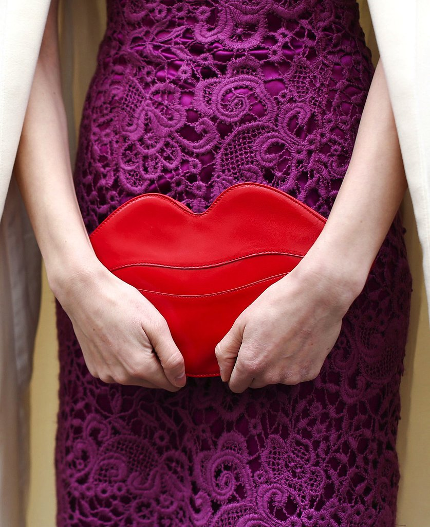 A bright red kiss clutch added a fine touch to a ladylike lace dress.