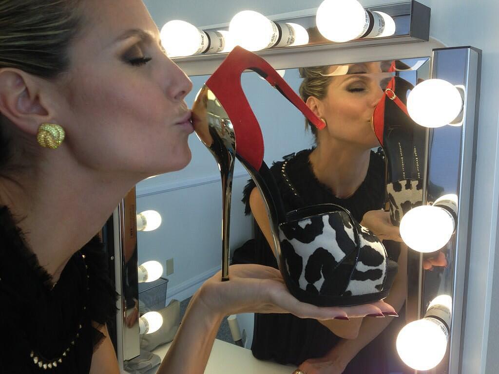 Heidi Klum kissed her new Giuseppe Zanotti heels. Source: Twitter user heidiklum