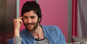 Jim Sturgess on Filming Upside Down and Living Up to Kirsten Dunst's Iconic Spider-Man Kiss