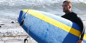 Video: Exclusive — Robert Pattinson Rocking a Wet Suit, More Headlines!