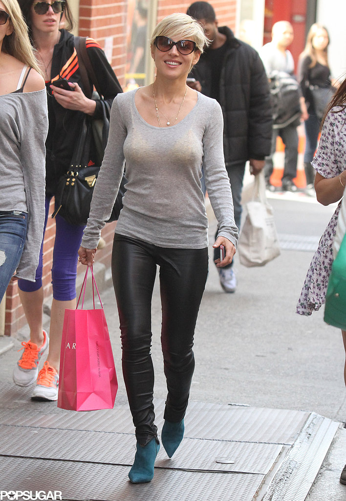Elsa Pataky carried a shopping bag.