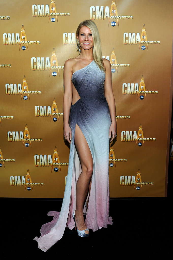 At the CMA Awards in Nashville, Gwyneth displayed her fit frame in a tie-dyed Atelier Versace confection and matching Christian Louboutin peep-toe pumps.