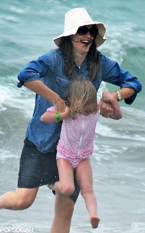 Jennifer Garner and Her Girls Hit the Beach in Santa Monica