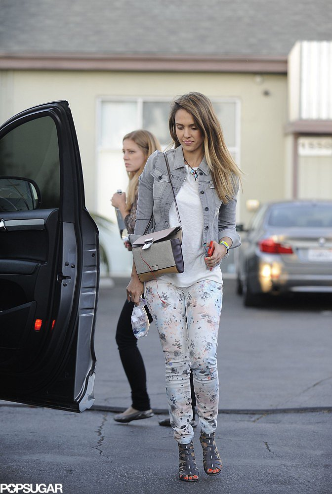 Jessica went with a cool denim-on-denim look, wearing a gray jean jacket and floral skinny jeans in Santa Monica. She accessorized her neutral palette with gray caged sandals, a colorblock crossbody bag, and a few beaded jewels.