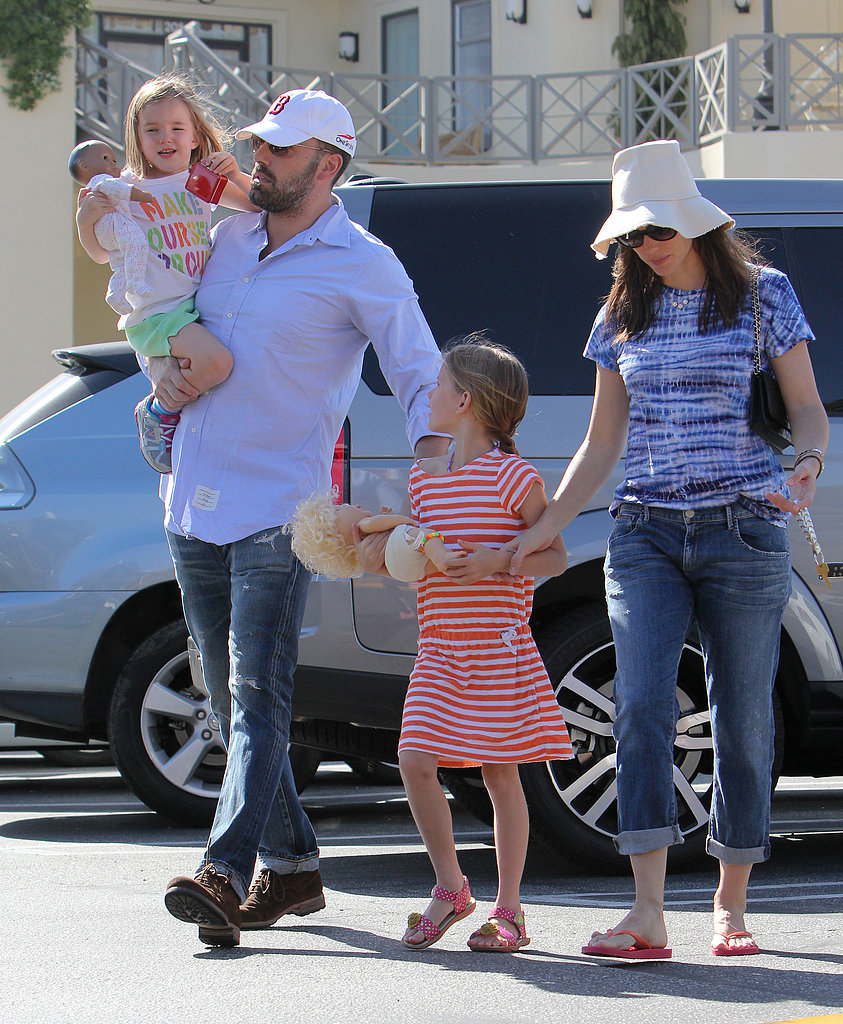 The Affleck-Garner family (sans son Samuel) took a stroll to the Brentwood Country Mart in California during the week.