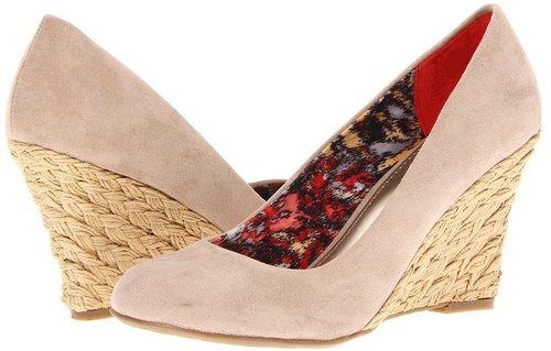 Fergalicious - Tiny Too (Tan) - Footwear