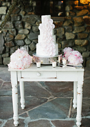 Two first two words that come to mind when seeing this cake: graceful and timeless.  Photo by Andi Hatch Photography via 100 Layer Cake