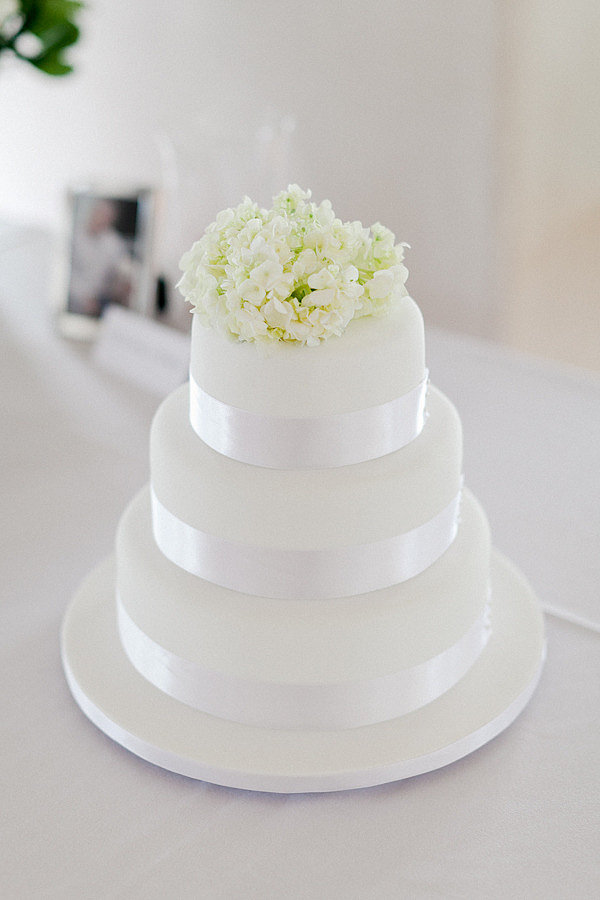 Classy and clean: that's how we'd describe this wedding cake that's also elegant without being extravagant.  Photo by Kate Robinson Photography via Style Me Pretty