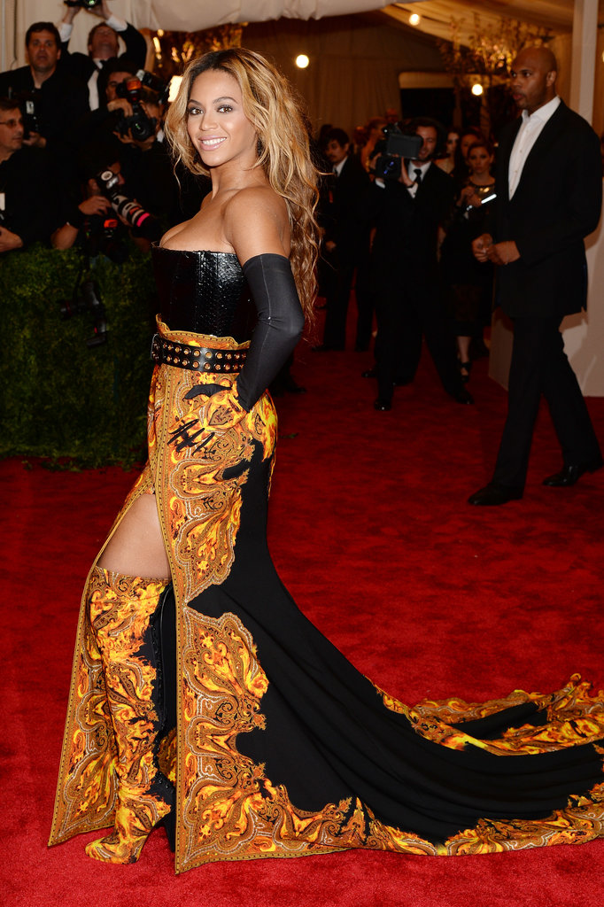 Beyoncé flaunted a little leg — and showed off her coordinating boots — while making her way down the carpet.