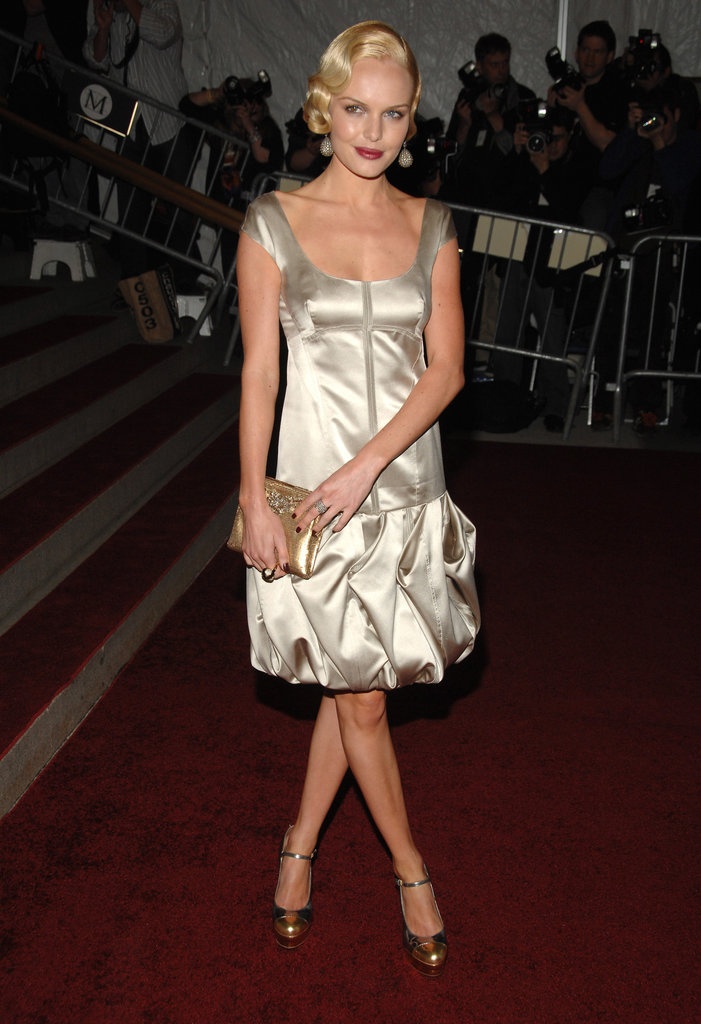 For the 2007 Costume Institute Gala, Kate roared in a satin drop-waist Prada dress and metallic Mary Janes. A gold clutch, diamond disco earrings, and soft curls rounded out her retro look.