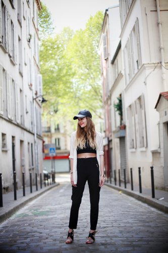 Balance out the sexiness of a crop top with a sporty cap and trousers for an on-trend update on borrowing from the boys. Source: Lookbook.nu