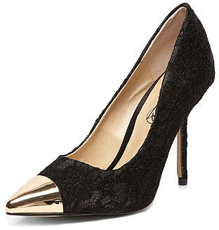 Timeless Black lace pointed courts