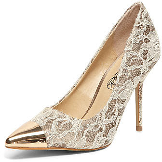 Timeless Beige lace pointed courts
