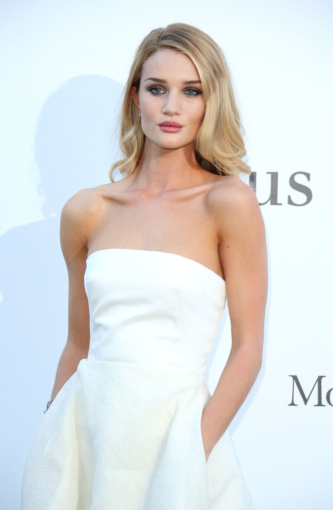 Rosie Huntington-Whiteley was a vision in white, but she added a darker element to her look with a deep smoky eye.
