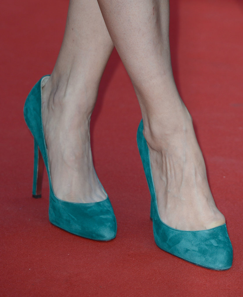 Bérénice Bejo wore turquoise suede pumps.