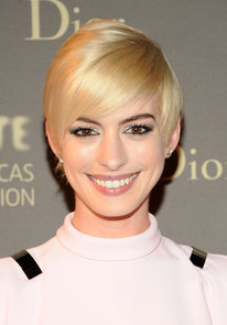 Anne-Hathaway-notoriously-cut-her-hair-camera-her-role