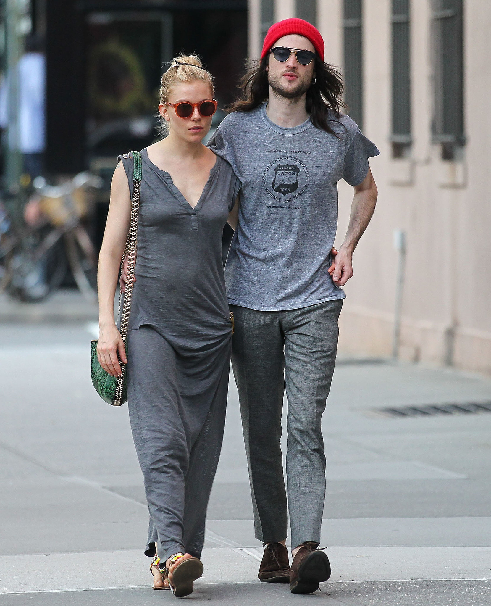 Tom Sturridge couple