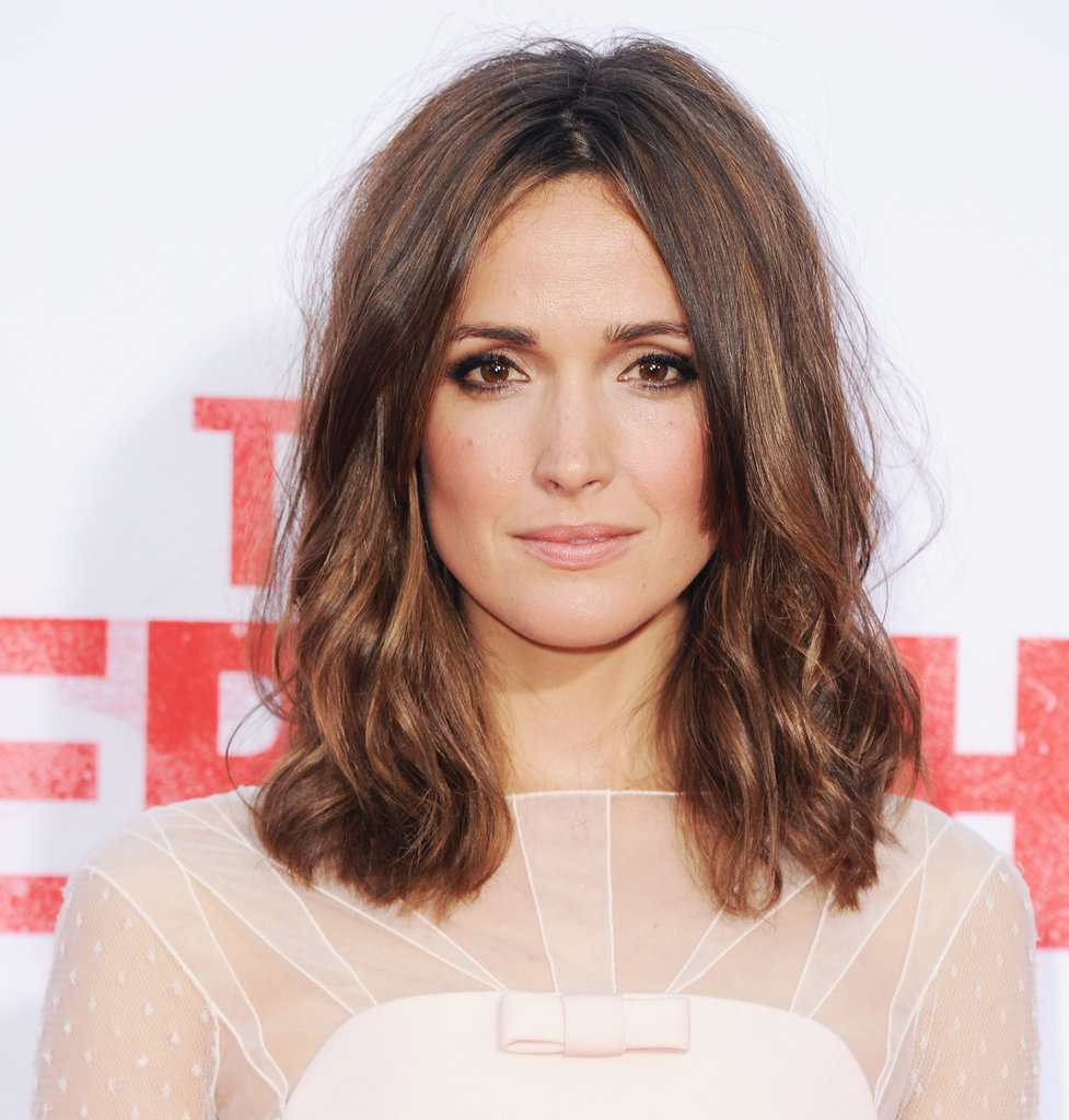 Actress Rose Byrne looked stunning at the premiere of The Internship wearing her hair in tousled waves. A Kate Moss-inspired makeup look gave her style added edge.