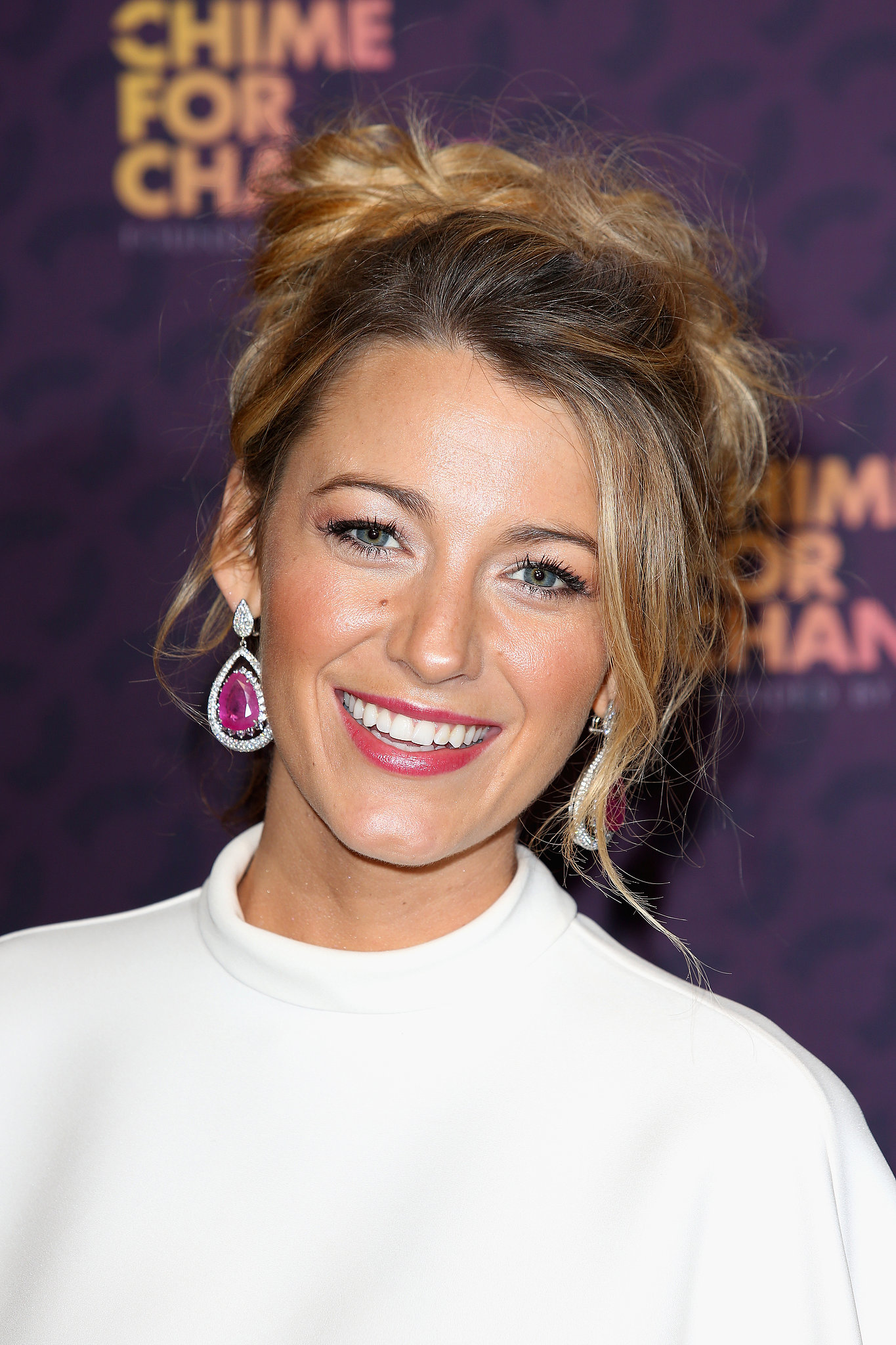 Blake Lively went for a cool and casual hairstyle and a rosy pink lip for her appearance at the Chime For Change concert.