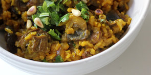 De-Bloat and Detox With This Turmeric-Spiced Mushroom Pilaf