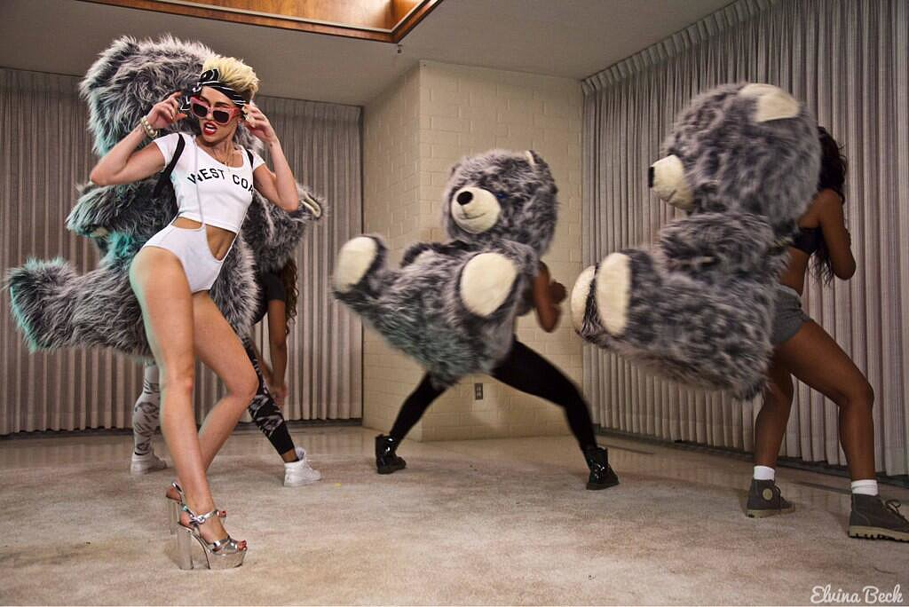 Miley Cyrus and a group of dancers moved around with giant bears strapped to their backs. Source: Twitter user mileycyrus