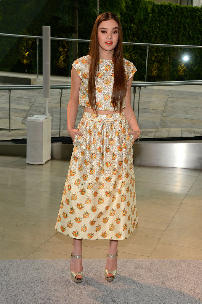 Hailee Steinfeld showed just enough midriff in a printed Suno ensemble, finished with Jennifer Meyer jewels.