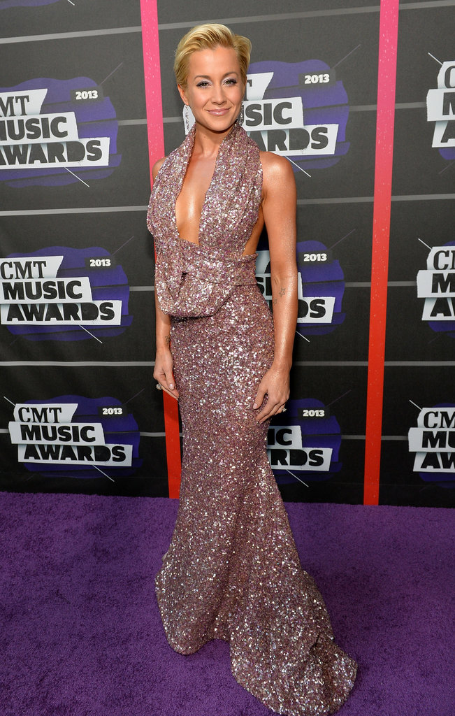 Kellie Pickler wore a low-cut gown.