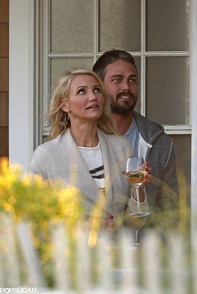 Cameron Diaz and Taylor Kinney prepared to film a scene.