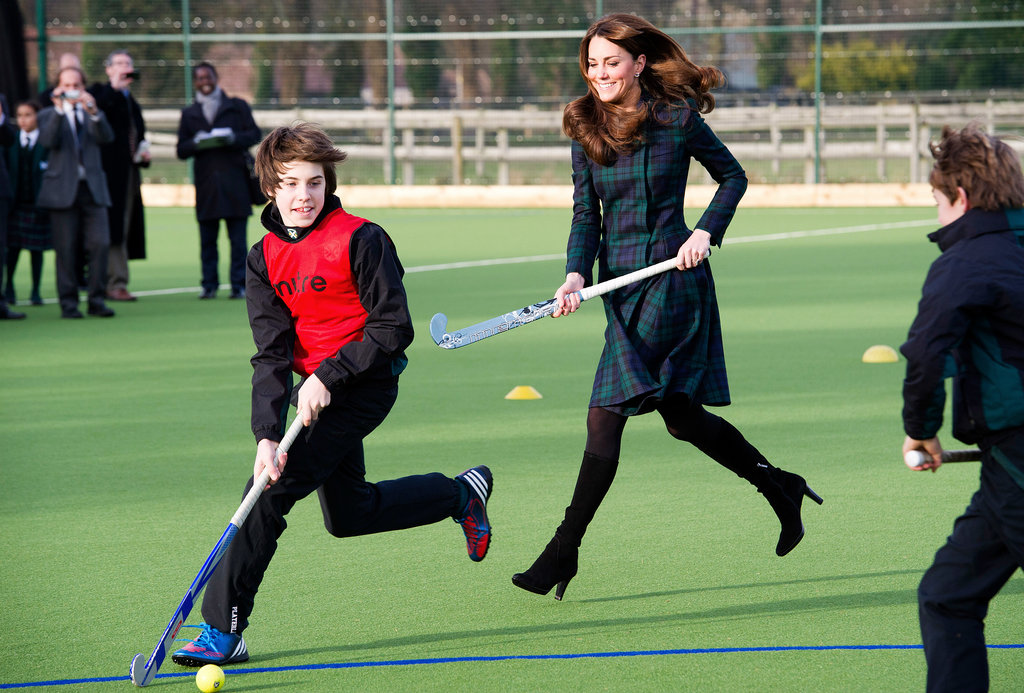 Just before her pregnancy announcement, Kate played field hockey in November 2012 with a group of children at St. Andrew's School in Berkshire, England.
