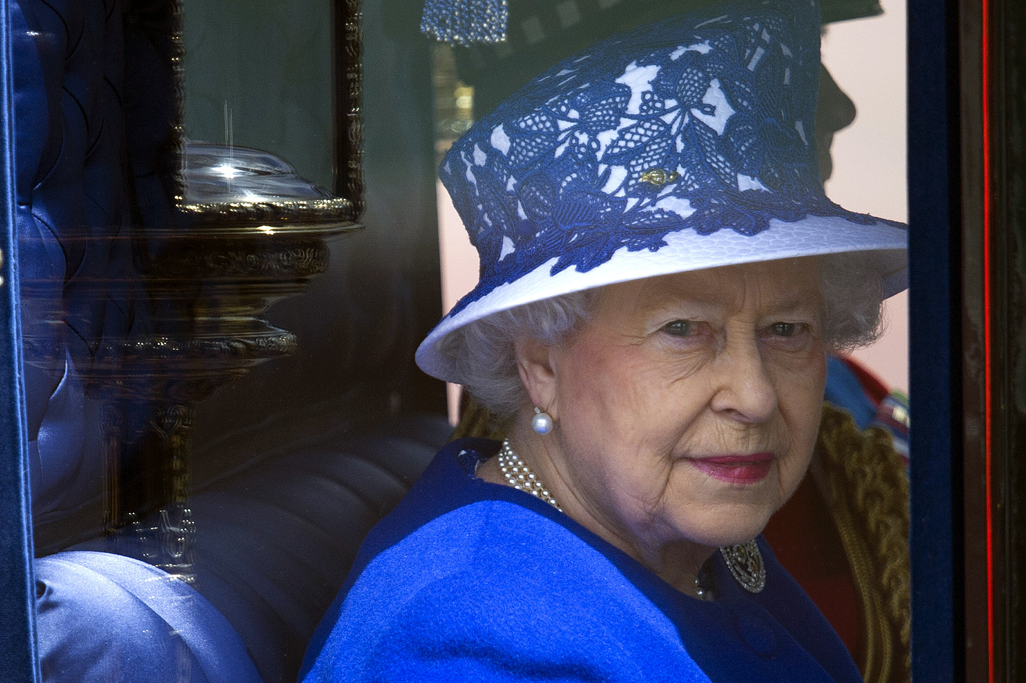 The queen looked out at the crowd from her carriage.
