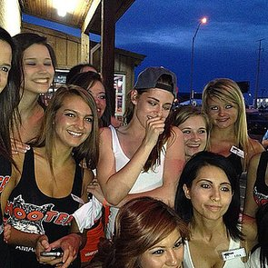 Kristen Stewart at Hooters in Texas | Pictures