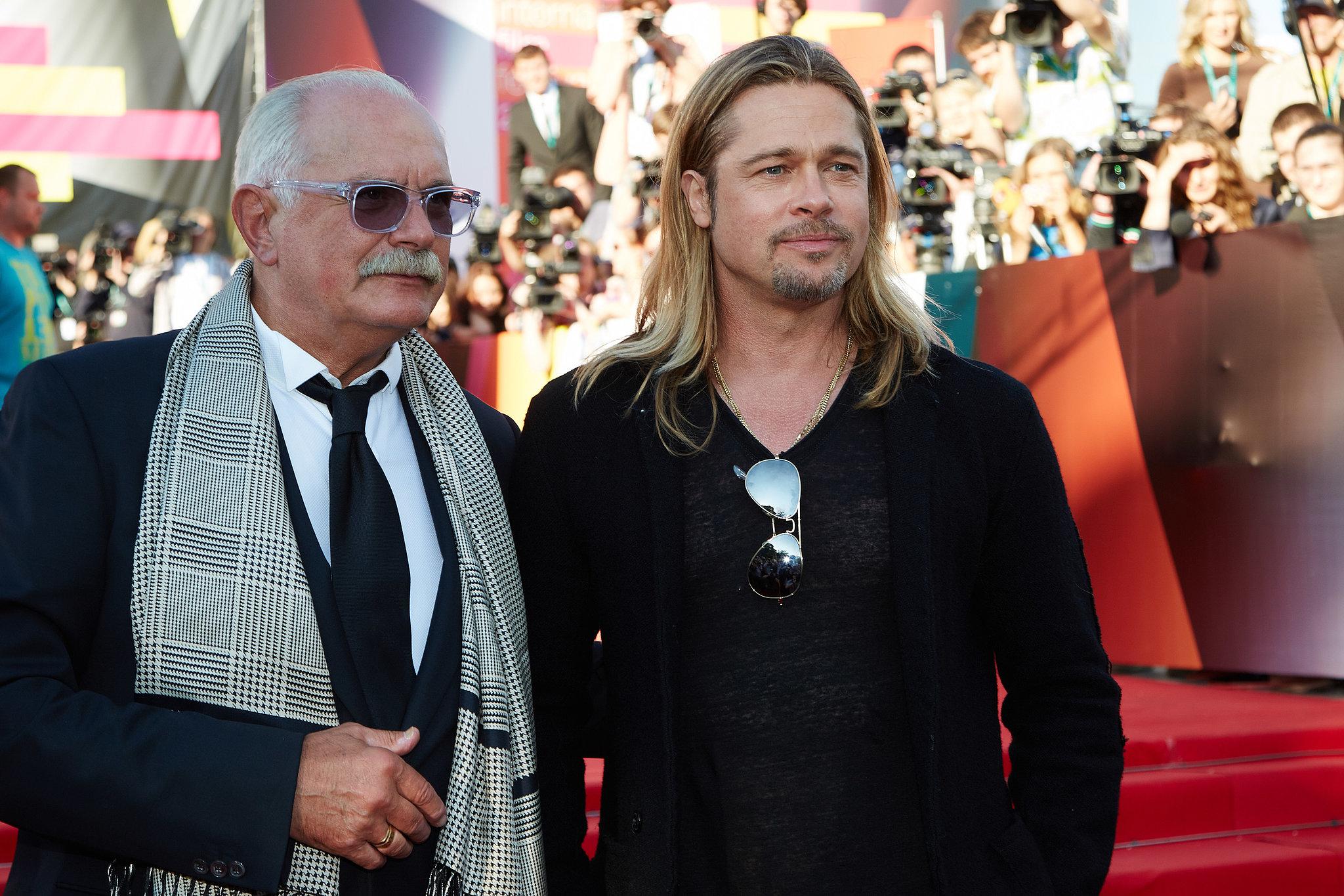 Brad Pitt posed with Nikita Mikhalkov.