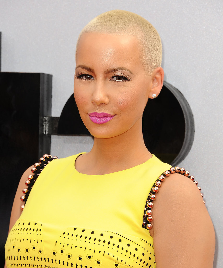 Using one of the oldest tricks in the book, Amber Rose made her eyes pop with a touch of light eyeliner in her lower waterline. Her blond hair and fuchsia lipstick were just icing on the cake.