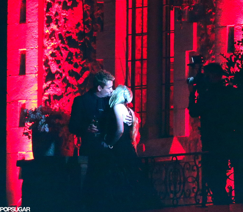 Avril Lavigne and Chad Kroeger shared a kiss.