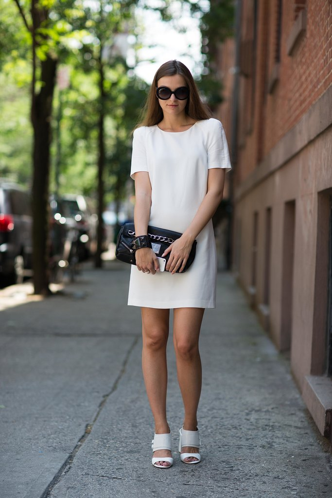 This minimalist LWD and clutch added up to a foolproof date-night look. Source: Le 21ème | Adam Katz Sinding